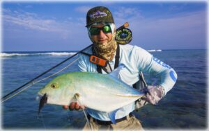erik-petersen-bluefin-on-the-fly-rod-maldives