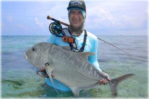 erik-petersen-giant-trevally-on-the-fly-rod-maldives